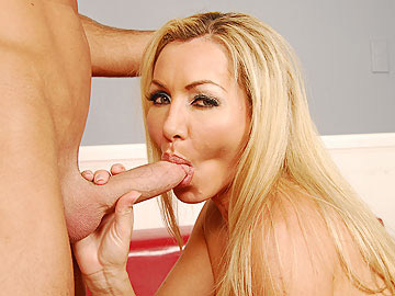 Satisfying MILF Lisa's Longing Slit
